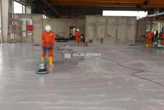 Persiapan permukaan sebelum aplikasi epoxy lantai